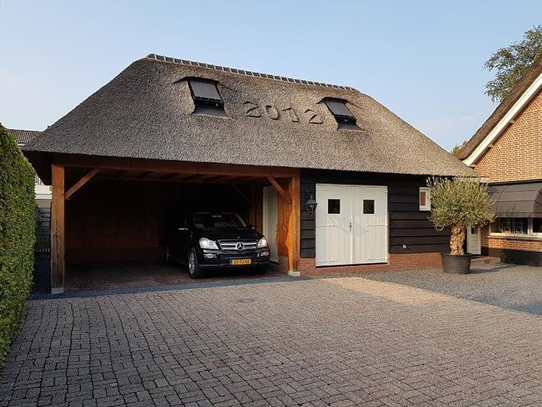 Den Hartog riet - Rietgedekte houten carport met berging en zolder met gastenverblijf