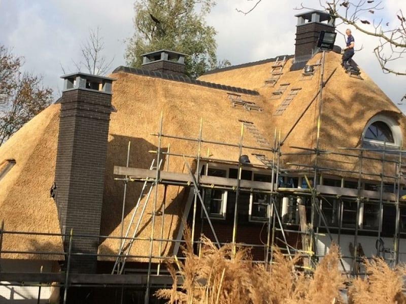 Villa rietdekken in Heerjansdam