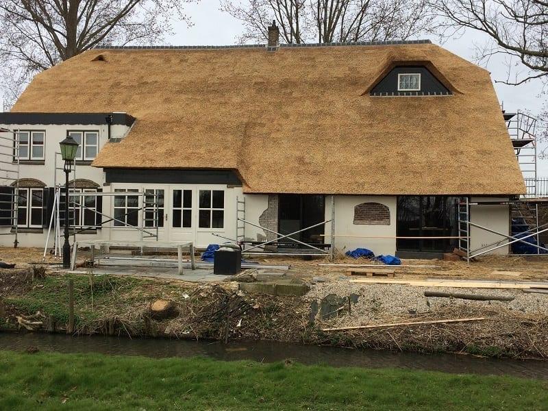 Woonboerderij met een nieuw dak