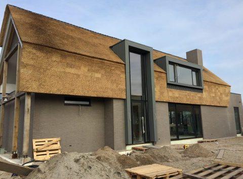 Den Hartog riet - Moderne villa met gevelriet