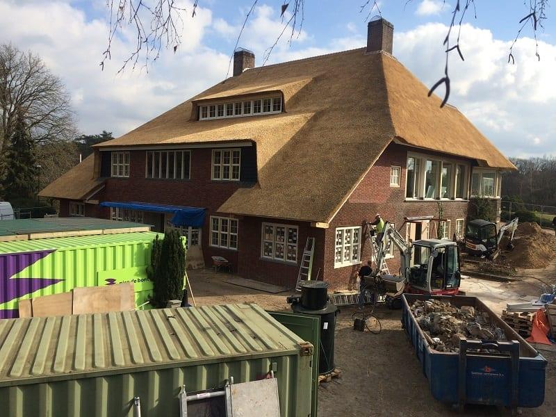 Den Hartog riet - Rieten dak Golfclub gebouw, Valkenswaard