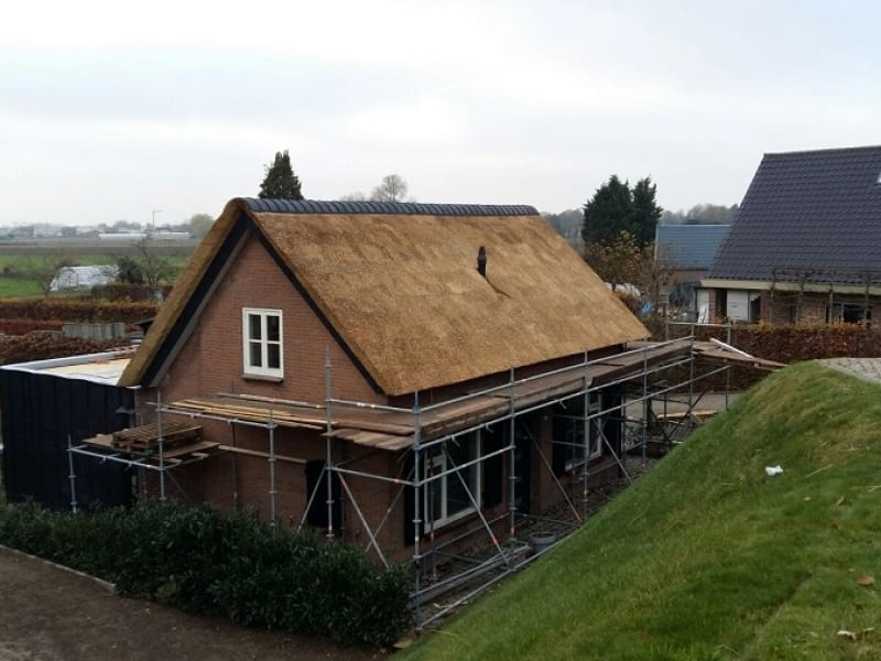 Dijkwoning rietdekken in Wijk en Aalburg